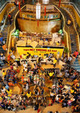 Centro shoping aglomerado, venda fora da estação Foto de Stock