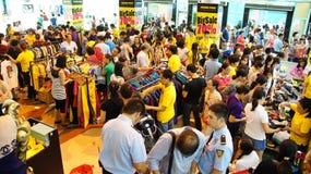 Centro shoping aglomerado, venda fora da estação Imagens de Stock Royalty Free