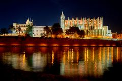 Centro storico della Spagna Palma de Mallorca con la vista della La gotica Seu della cattedrale Balearic Island immagine stock