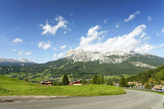 Centro turístico alpino en Cortina d'Ampezzo, provincia Belluno Foto de archivo