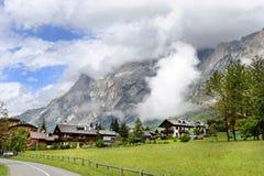 Centro turístico alpino hermoso en San Vito di Cadore, provincia Belluno, Imagenes de archivo