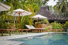 Centro turístico con la piscina Fotos de archivo libres de regalías