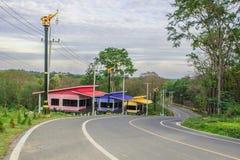Centro turístico de la ladera en la manera arriba y abajo de la colina Fotografía de archivo libre de regalías