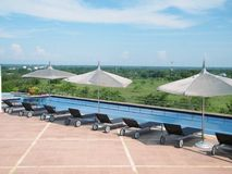 Centro turístico de la piscina de Caribean Foto de archivo libre de regalías