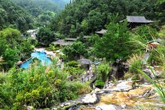 Centro turístico de las aguas termales en Tengchong, China foto de archivo libre de regalías