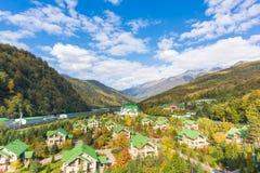 Centro turístico de lujo en montañas imagen de archivo