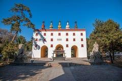 Centro turístico de montaña de Chengde en Putuo, provincia de Hebei por el templo de la puerta de la torre Imagen de archivo libre de regalías