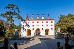Centro turístico de montaña de Chengde en Putuo, provincia de Hebei por el templo de la puerta de la torre Fotografía de archivo libre de regalías