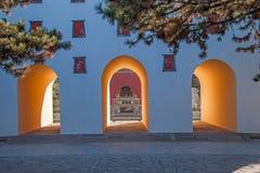 Centro turístico de montaña de Chengde en Putuo, provincia de Hebei por el templo de la puerta de la torre Imagenes de archivo