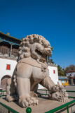 Centro turístico de montaña de Chengde en Putuo, provincia de Hebei por el templo de la puerta de un par de leones Fotografía de archivo libre de regalías