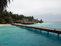Centro turístico de Sun Aqua Vilu Reef en Maldivas fotografía de archivo libre de regalías