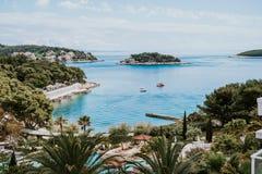 Centro turístico de verano hermoso en Hvar, Croacia Imágenes de archivo libres de regalías