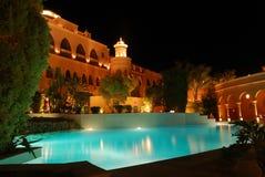 Centro turístico del hotel de Night Imágenes de archivo libres de regalías
