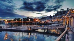 Centro turístico del mesón del paseo marítimo del ` s de Disney en la alba Fotografía de archivo libre de regalías
