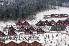 Centro turístico del sri de Bukovel en las montañas cárpatas en Ucrania Foto horizontal Fotos de archivo libres de regalías