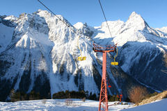 Centro turístico en Caucasia norteño, Rusia del invierno foto de archivo libre de regalías
