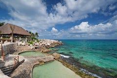 Centro turístico en la costa de mar del Caribe Imagenes de archivo