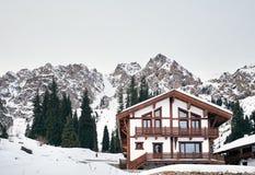 Centro turístico en las montañas foto de archivo libre de regalías