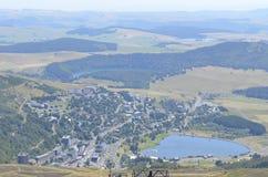 Centro turístico en las montañas Imagen de archivo libre de regalías
