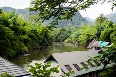 Centro turístico flotante de la casa en una estación de lluvias Fotos de archivo