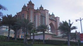 Centro turístico multimillonario famoso, hotel y parque temático de la Atlántida del dólar en la isla de Jumeirah de la palma por foto de archivo libre de regalías