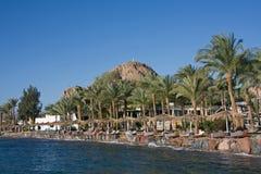 Centro turístico por el mar Foto de archivo libre de regalías