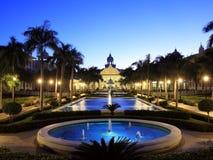 Centro turístico tropical con la fuente Imagen de archivo libre de regalías