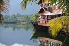 Centro turístico tropical en el agua Foto de archivo libre de regalías