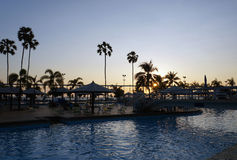 Centro turístico vacío en la puesta del sol Imagen de archivo