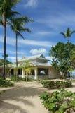 Centro turístico y palmeras tropicales imagen de archivo
