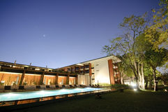 Centro turístico y piscina imágenes de archivo libres de regalías