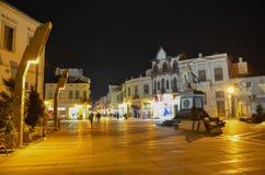 Centro urbano di Bitola alla notte, Repubblica Macedone Immagine Stock