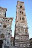 Centro urbano di Firenze con la torretta di Giotto, Italia Fotografia Stock
