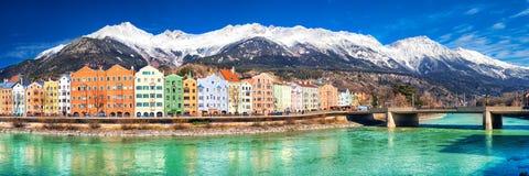 Centro urbano di Innsbruck con le belle case, Austria Immagine Stock