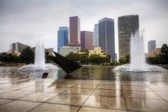 Centro urbano di Los Angeles con lo stagno di riflessione nella priorità alta Fotografia Stock Libera da Diritti