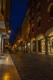Centro urbano di Pordenone nella notte Fotografia Stock Libera da Diritti