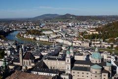 Centro urbano di Salisburgo Austria con le chiese Fotografia Stock