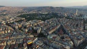 Centro urbano di Smirne con la linea costiera, i traghetti e giusto Città turca, colpo del fuco stock footage