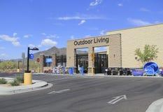 Centro vivo al aire libre del Supercenter de Walmart Foto de archivo libre de regalías