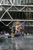 Centro y escultura de Pompidou Imagenes de archivo