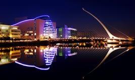 Centro y Samuel Beckett Bridge de convenio en Dublin City Centre Imagen de archivo