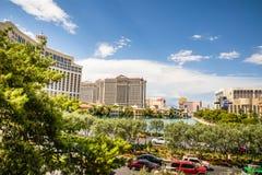 Centros turísticos de Las Vegas vistos del lago Bellagio Foto de archivo libre de regalías