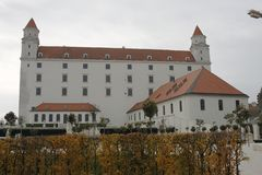 Centrum av Bratislava den gamla staden, Bratislava slott fotografering för bildbyråer