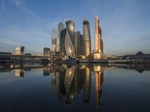 Centrum Biznesu Moskwa miasto przy wschodem słońca Obrazy Royalty Free