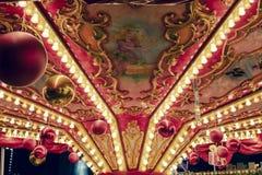 Centrum Bożenarodzeniowy carousel w czerwonych kolorach obrazy stock