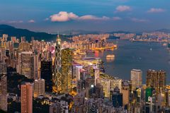 Centrum för nattljusHong Kong centralt affär royaltyfri fotografi