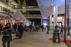 Centrum handlowe Berlińska wewnętrzna boże narodzenie dekoracja obrazy royalty free