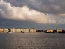 Centrum heilige-Petersburg en Neva-rivier Stock Foto