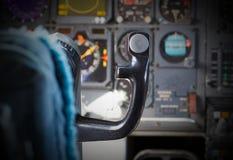 Centrum konsola i przepustnicy w samolocie Zdjęcia Stock