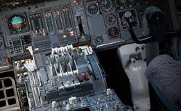 Centrum konsola i przepustnicy w samolocie Zdjęcie Stock